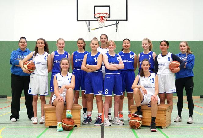 Die weibliche U16 und ihre Trainer in der Saison 2017/18. (Foto: Fromme)
