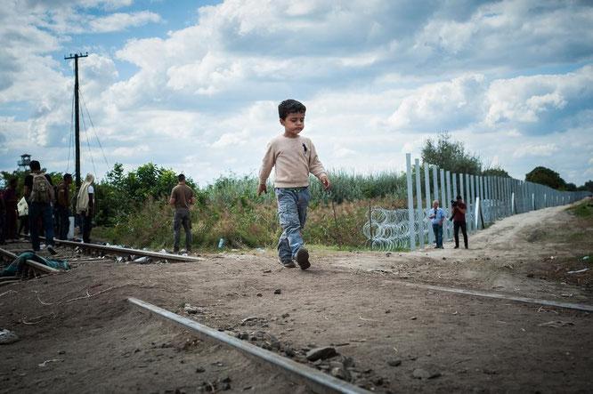 AincaArt, Ainca Gautschi-Moser, Foto und Text, Writer, Photographer, Quersatz, Roeszke, Röszke, Refugees