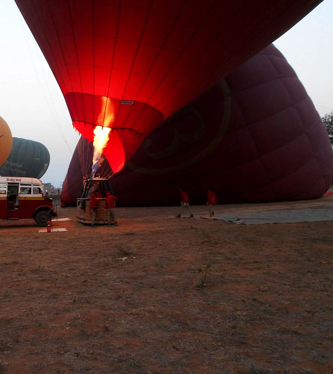 Balloon filling in Bagan