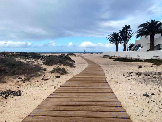 walk to the beach in El Cotillo