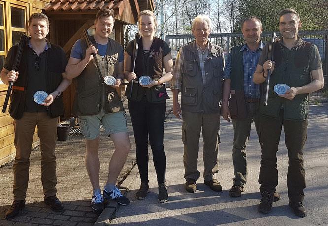 Die Kreismeister: v.l.  Andreas Stolle (B), Onno Krüsmann (A), Maraike Heyken (Damen), Hans-Wilhelm Cremer, Johann Freesemann, Will Henke (C), es fehlt Heino Pflüger (Senioren)