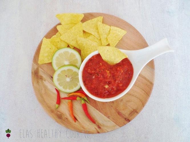 Mexikanisches Tomaten Salsa mit Chili, Limette und Nachos