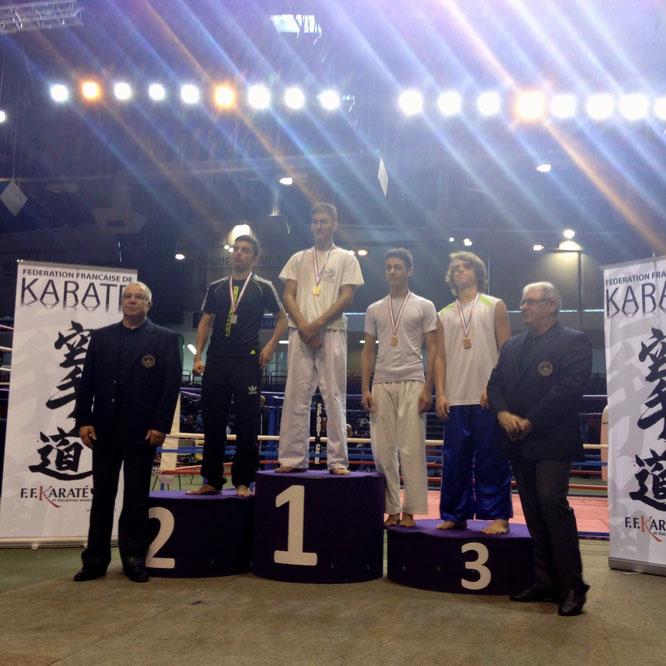 Victor à la troisième place et Hugo à la première pour les « moins de 65KG