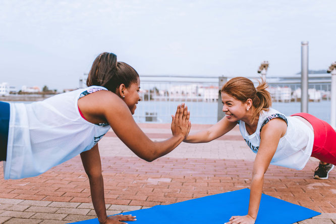 Frauen beim Fitnesstraining