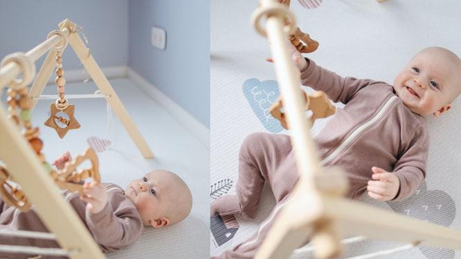 Baby mit Spielbogen