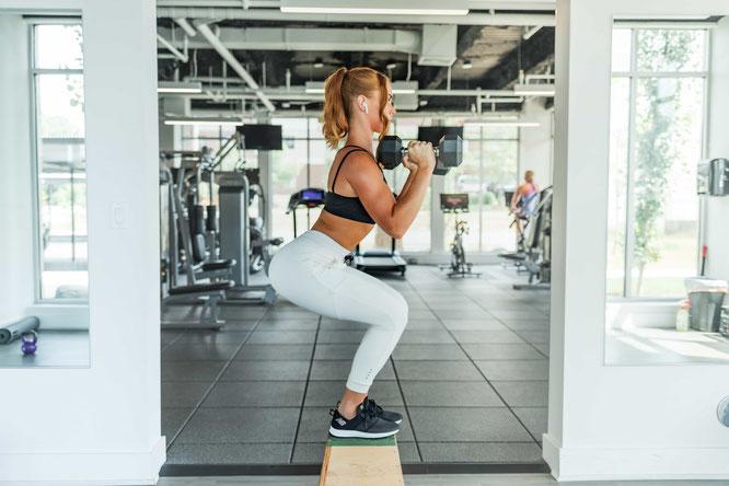 Frau beim Fitnessstraining
