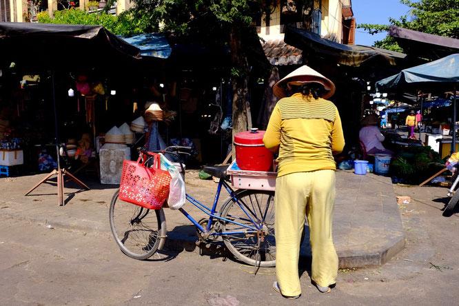 Markt, Frau, beladenes Fahrrad, Hoi An, Vietnam