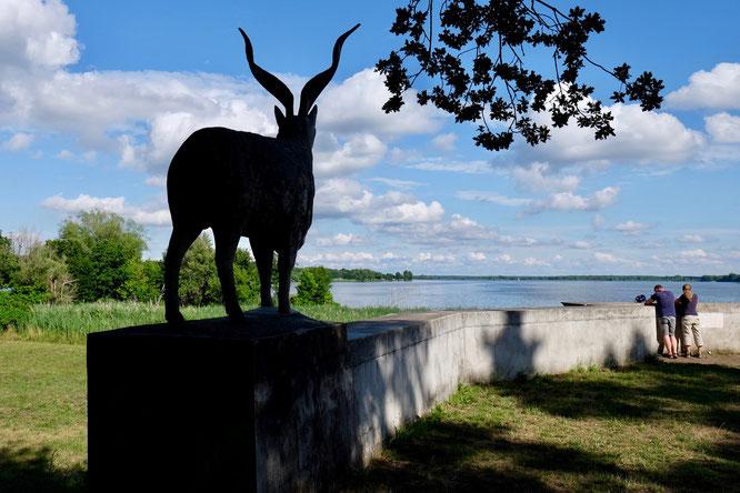 Schlosspark Plaue, Plauer See, Denkmal Markhor, Havelland, Brandenburg