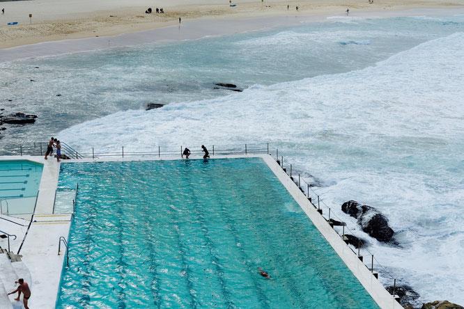 Bondi Beach und Schwimmbecken des Iceberg Clubs