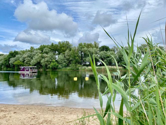 Hausboot auf der Havel im Havelland in Brandenburg