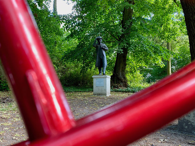 Fontane-Wanderweg in Plaue, Havelland, Fontane-Denkmal, Brandenburg