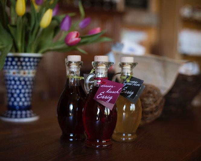 Essig-Flaschen im Hofladen der Obstwiese Schmitt