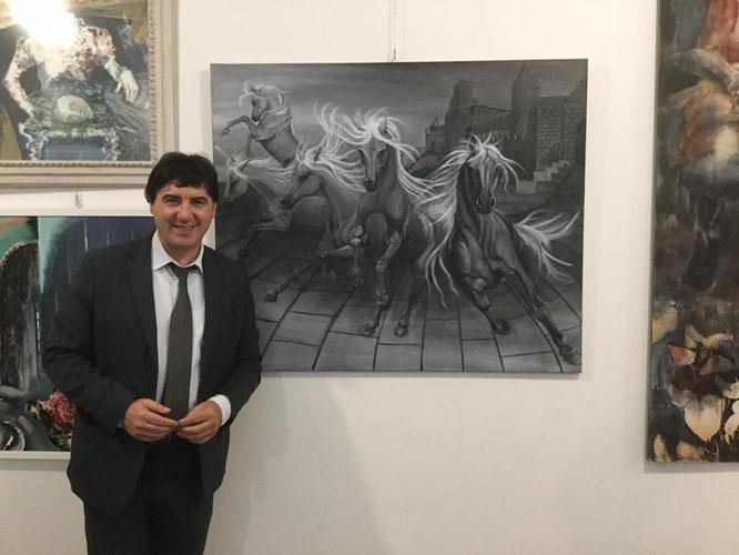 """Il dott. Giorgio Grasso davanti al mio dipinrto """"Esplosione di Energia Dinamica"""" in esposizione alla MAG di Padova"""