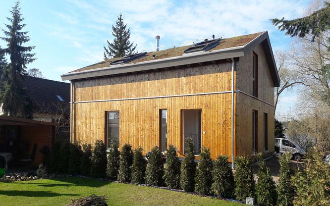 Holzständerwerk Holzhaus Rückseite