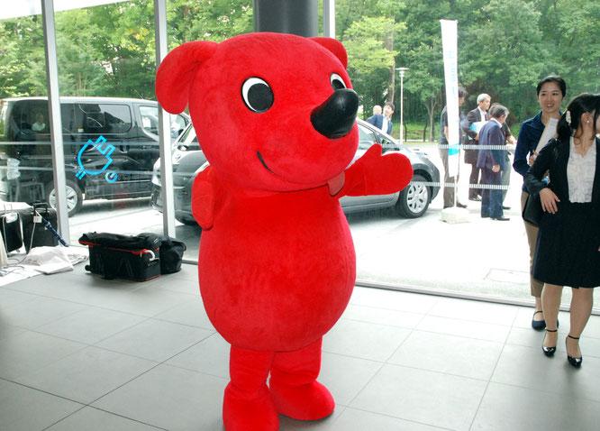 千葉県のマスコットキャラクター、チーバくんがお出迎え