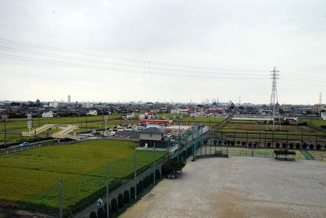 校庭から名古屋市街を望む