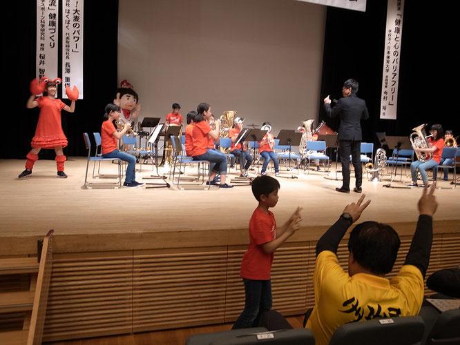網走小学校児童による「あばしり健康カニチョッ筋体操」ブラスバンドバージョン