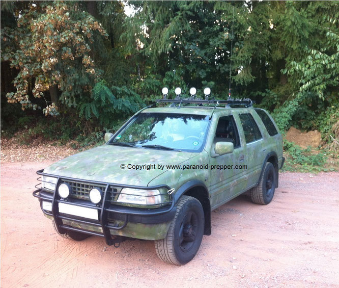Fluchtfahrzeug Prepper SUV