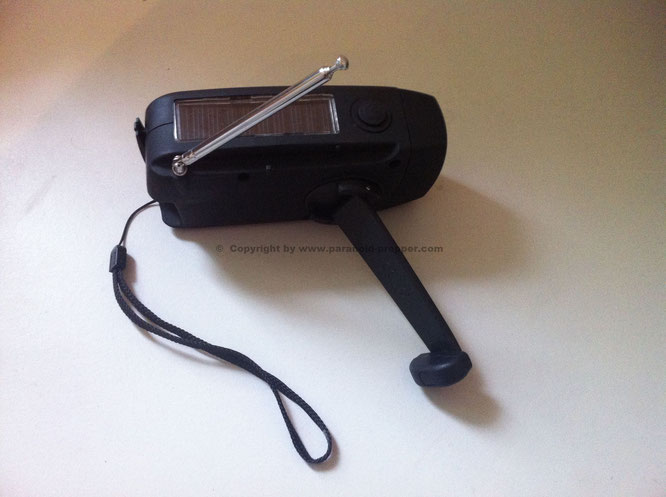 The Friendly Swede Hand crank Radio © Copyright by www.paranoid-prepper.com