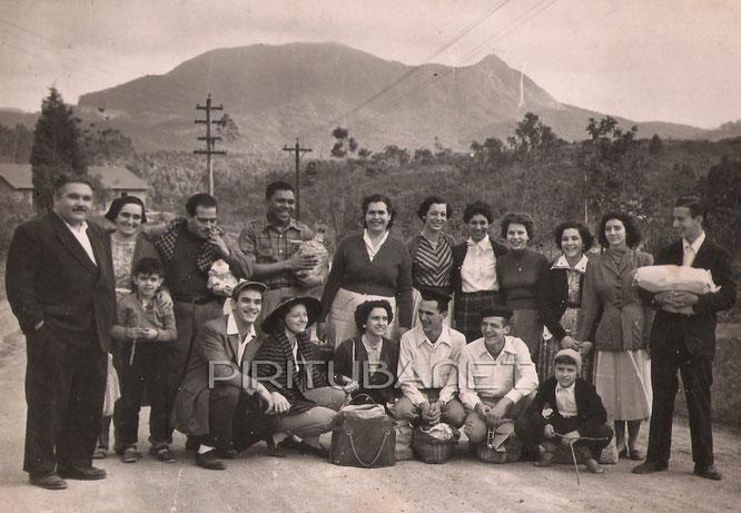 Moradores do bairro do Pari em visita ao Pico em 1956 (historiasdopari.wordpress.com)