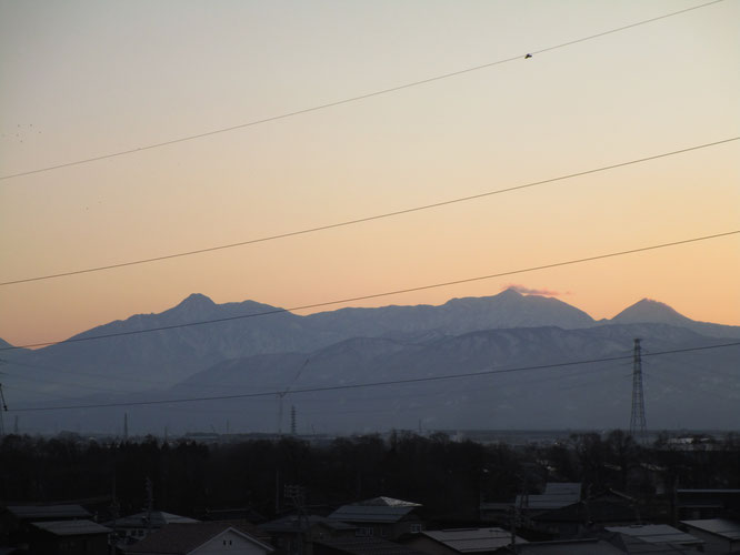 今日の夕刻の頸城三山(左から「妙高山」「火打山」「焼山」)