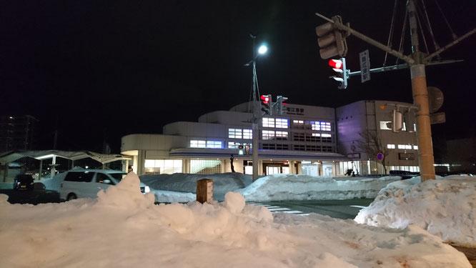 今日の夕刻の直江津駅前。排雪も進み、日常の状態に戻りつつあります