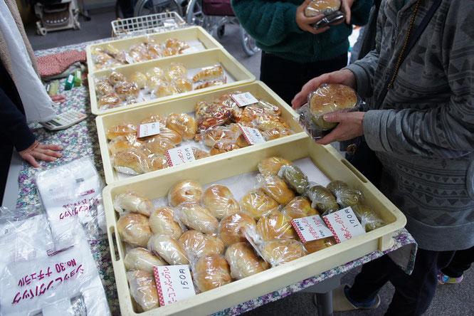 「ゆめちよ」さんのパンも、いつものごとく飛ぶように売れていきました