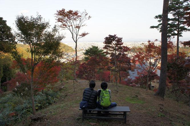 上越の秋を満喫する親子。かけがえのない故郷を、心身ともに焼きつける。なぜか、自然と勇気がわいてきた!