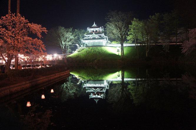 水面に写る三重櫓。江戸時代の人たちはどのように眺めていたのでしょうか