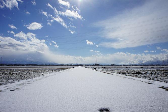 猛吹雪の後。何事もなかったかのような静けさと穏やかさ。刻々と変化する新潟の冬
