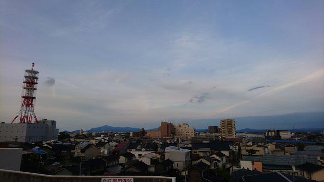 今日の夕刻、久しぶりに直江津・エルマールの屋上に立ち寄ってみました