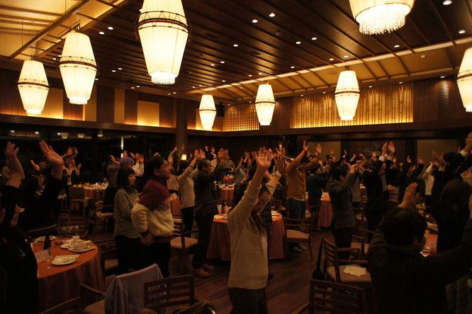100人の万歳で、地元・上越の福祉を盛り上げ隊!来年も「チームワーク」を信条に頑張ろう!