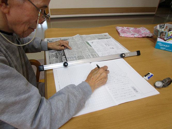 小池新聞店さんで購入した「日報抄書き写しノート」。毎朝の日課となりました