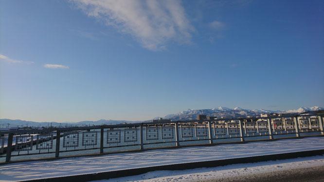 2月7日の朝、直江津・荒川橋から(画像をクリックして拡大)