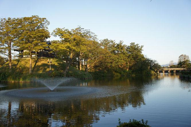 今日の高田城址公園。少しずつ紅葉が始まってきました
