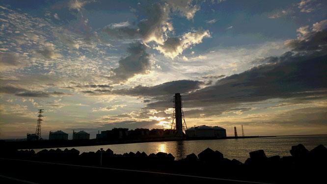 今日のうみまち海岸からの夕焼け。久しぶりにシャッターを切りました