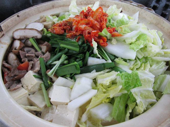 寒いこの季節、みんなで食べるお鍋は最高です。次も楽しみにしています!