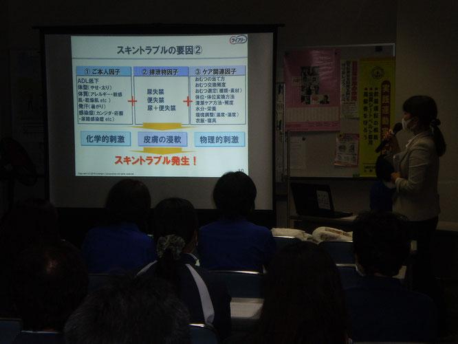 研修の前半は、ユニチャーム様による「スキントラブル」に関する講義が行われました