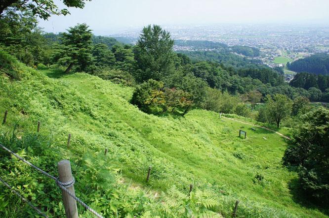 春日山城・本丸からの眺め。四百年が過ぎても、謙信公の志は今もなお、大切に受け継がれています!