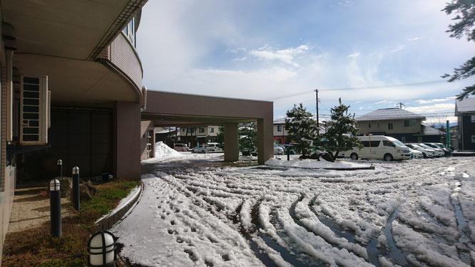 今日のしおさい玄関前。久しぶりに青い空を見ることができました