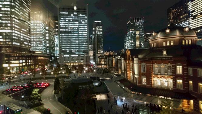 一人ウォーキング大会も無事終了。KITTE4階にある「旧東京中央郵便局長室」の窓越しから記念に一枚