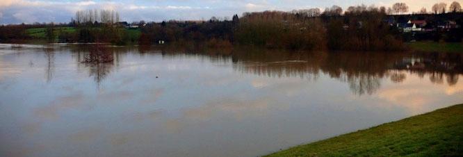 Plan d'eau dans la zone de retenue, Proisy, janvier 2011. L'eau est stagnante jusqu'à la vidange.