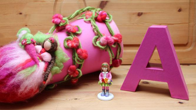 """Schultüte, kleine Schulmädchen-Figur, großer Papp-Buchstabe """"A"""""""