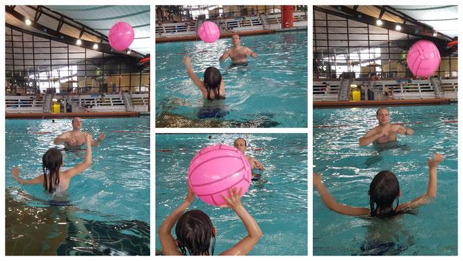 Unsere Große spielt Wasserball mit Stefan im Rebstockbad Frankfurt