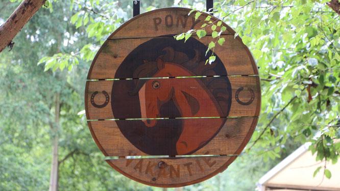 """Holzschild """"Pony-Vakantie"""" unseres Pony-Urlaubs im CenterParc Erperheide"""