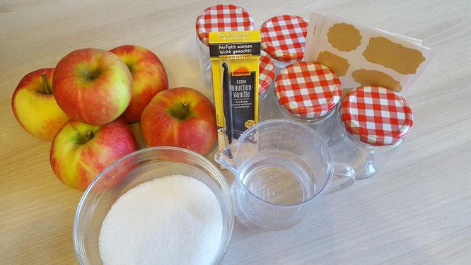 Zutaten für Apfelmus: Äpfel, Zucker, Vanilleschote, Wasser, Einmachgläser