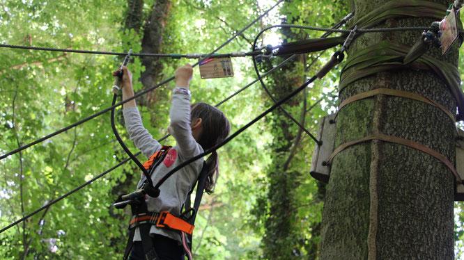 Unsere Große auf dem Kinder-Parcours 2 im Kletterwald in Darmstadt