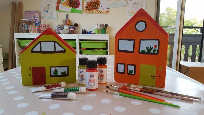 mit Acrylfarben gestaltete Beton-Häuser