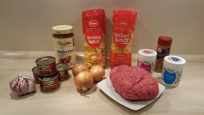 Die Zutaten für eine schnelle und einfache Bolognese Sauce