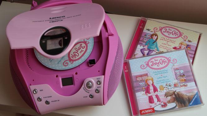 """CD-Player mit den Hörbücher """"Das Pony-Café"""" aus dem JUMBO-Verlag"""